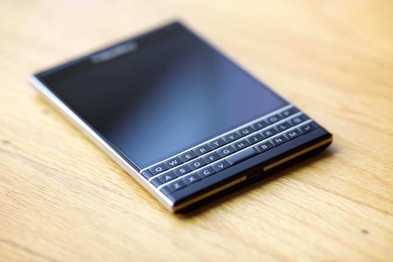 blackberry-passport-review