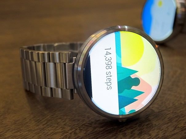 Moto 360 comes with many apps