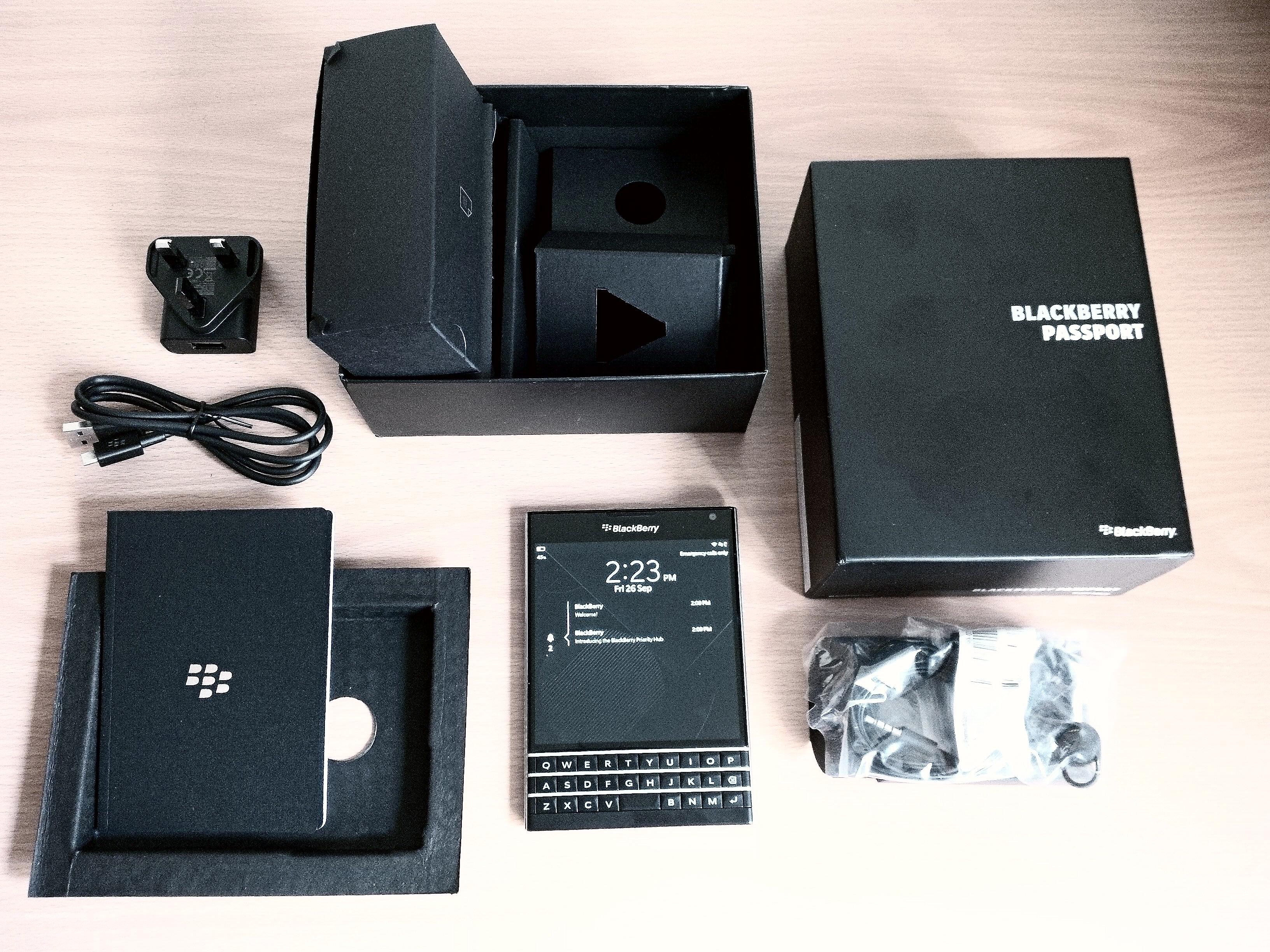BlackBerry-Passport-unboxing