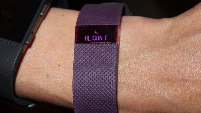 Fitbit Charge Review : A Powerful Activity tracker(Fitbit-charge-call-notifications