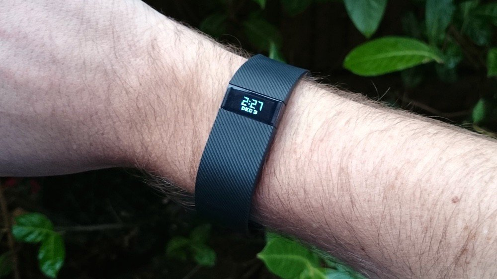 Fitbit Charge Review : A Powerful Activity tracker(Fitbit-charge-design
