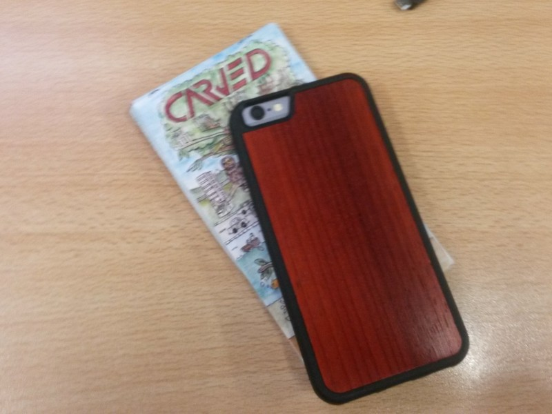 carved wooden cases for iPhone 6 side by side (2)