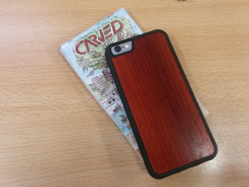 carved wooden cases for iPhone 6 side by side (3)