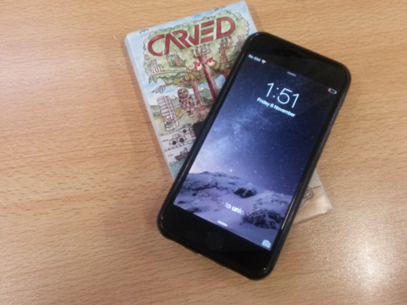carved wooden cases for iPhone 6 side by side (4)